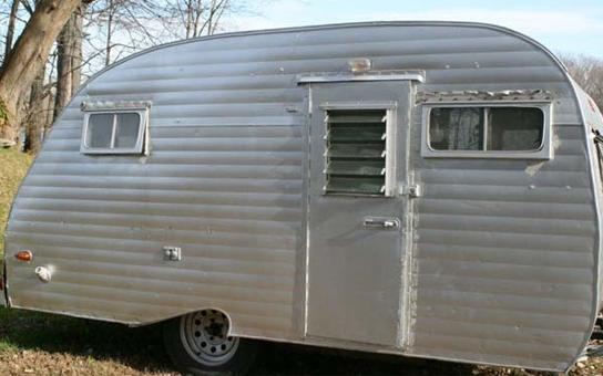 ce qu ils ont fait avec leur vieille caravane est exceptionnel photos rtl people. Black Bedroom Furniture Sets. Home Design Ideas