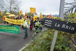 France: des manifestants exigent la fermeture de la centrale de Fessenheim
