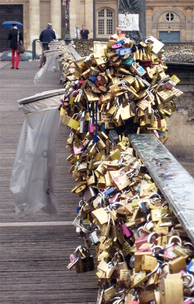 Les cadenas d 39 amour retir s du pont des arts paris c - Grille indiciaire adjoint du patrimoine ...
