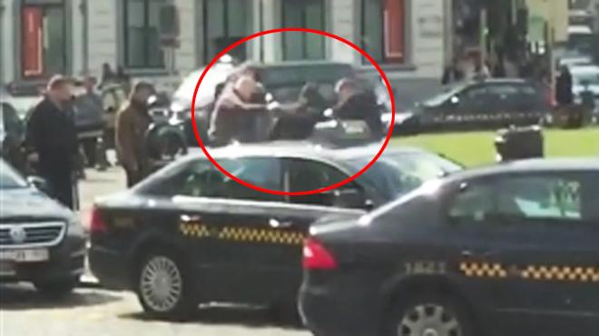 Scandale à Bruxelles: six membres du groupe d'extrême droite Nation tabassent un sans-abri (vidéo)