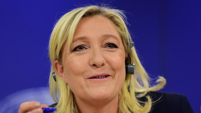 Marine Le Pen y est parvenue: elle a formé son groupe d'extrême-droite européen… avec le Vlaams Belang