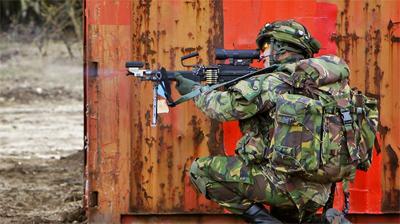 Les militaires néerlandais réduits à crier