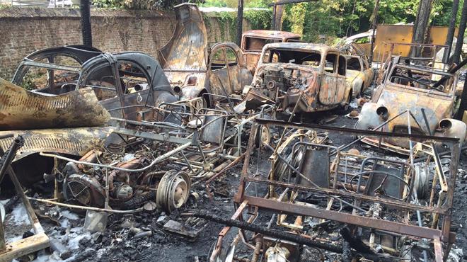 Aiseau-Presles: un incendie ravage toute une collection de vieilles voitures (photos)
