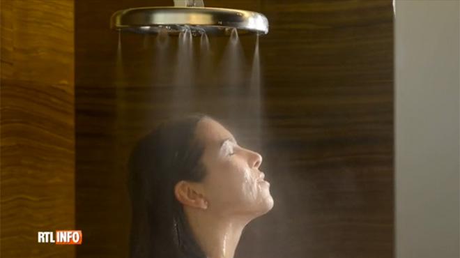 un pommeau de douche r volutionnaire permet d 39 conomiser 70 d 39 eau vid o rtl info. Black Bedroom Furniture Sets. Home Design Ideas