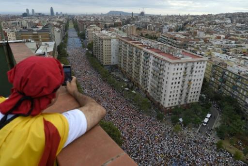 Espagne: foule immense d'indépendantistes catalans dans la rue avant un scrutin crucial