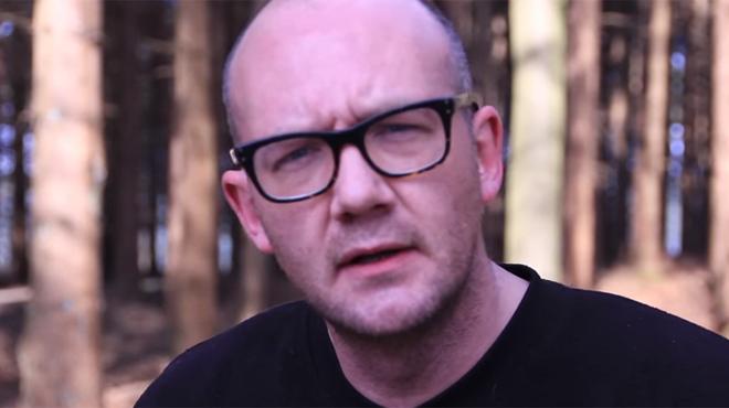 Le Bruxellois Simon Raket remporte le championnat de Belgique de Poetry Slam (vidéo)