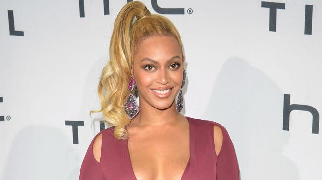 Beyoncé affiche un AFFOLANT décolleté à la soirée Tidal (photos)