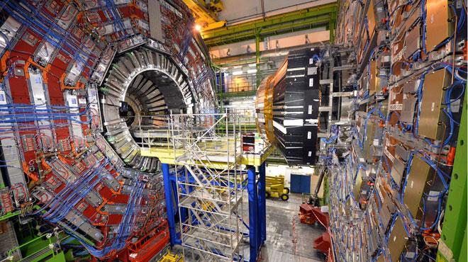 La semaine prochaine, le CERN va tenter de créer des trous noirs pour prouver l'existence d'univers parallèles!