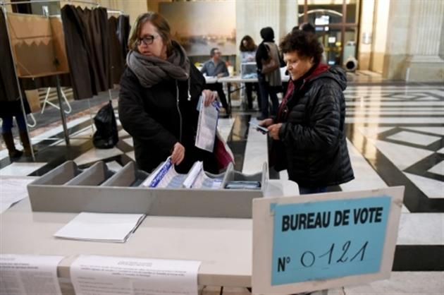 Tension et incertitude aux qg des t tes de liste en paca for Ouverture bureau vote 13 decembre