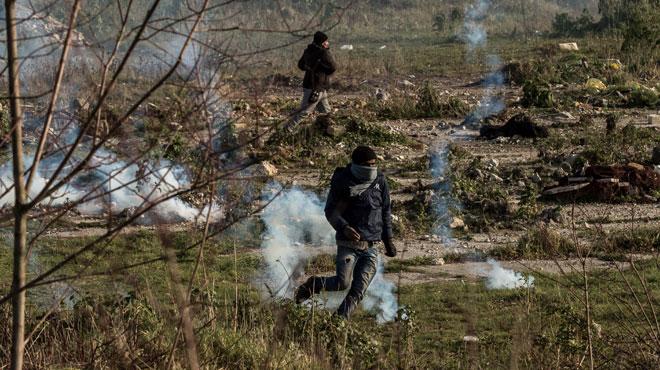 Calais: des réfugiés roués de coups par des hommes masqués