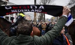 L'homme fort de Pegida arrêté à Amsterdam après avoir affiché une croix gammée