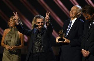 Mort du producteur britannique George Martin, le cinquième Beatle