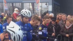 Cyclisme: une minute de silence pour Antoine et Daan (vidéo)