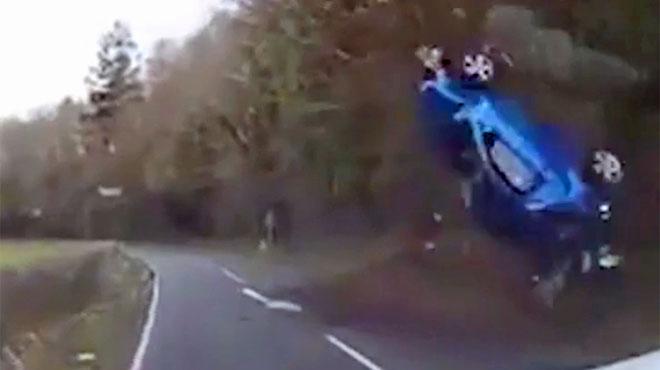 Une caméra embarquée filme une incroyable sortie de route au Pays de Galles (vidéo)
