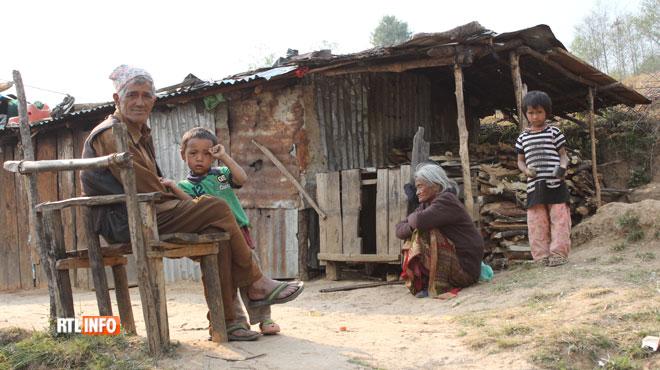 Notre envoyé spécial au Népal: pourquoi le pays n'est-il pas reconstruit un an après le séisme?
