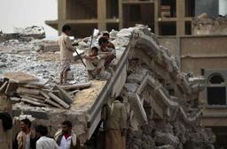 Yemen: raid aérien de la coalition sur une base militaire au nord de Sanaa, 11 morts