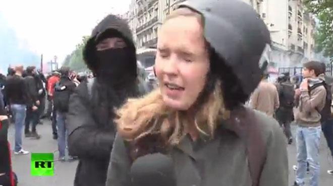 CHOQUANT: cette journaliste russe se fait frapper en plein direct à Paris (vidéo)