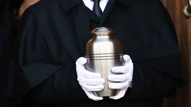 Des cendres de défunts retrouvées dans des bennes à ordures ou vendues dans des brocantes en Wallonie