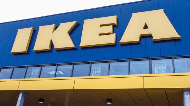 Une cliente fait ses courses les fesses l 39 air chez ikea for Nourriture chez ikea