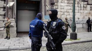 Attentats de Paris: Mohammed Amri et Ali Oulkadi, soutiens de Salah Abdeslam, ont été remis à la France