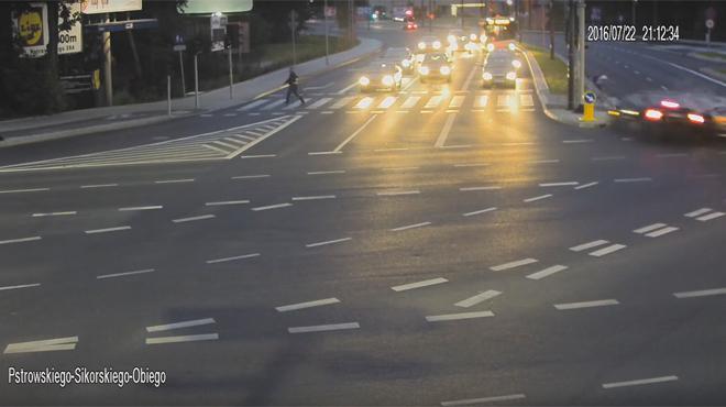 Sauv par un accident de voitures ce cycliste chappe - Griller un feu rouge suspension de permis ...