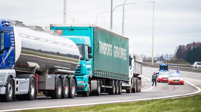 La taxe kilométrique rapporte bien plus à la Flandre qu'en Wallonie: le secteur des transports dénonce des amendes