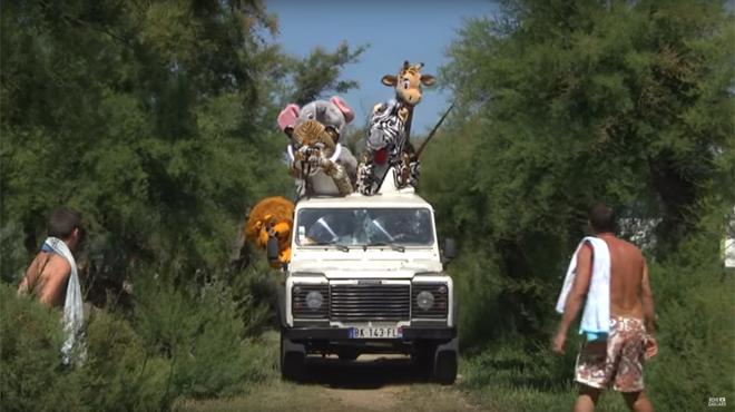 Déguisés en animaux, Rémi Gaillard et sa bande partent en safari pour