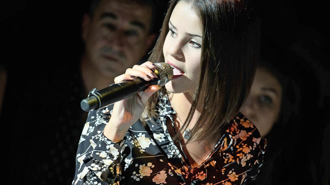 La chanteuse Marina Kaye dans la tourmente: elle règle ses comptes avec son père sur Facebook