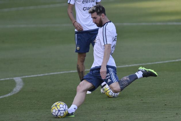 L Enorme Nouveau Tatouage De Messi Il A Le Mollet Tout Bleu Rtl