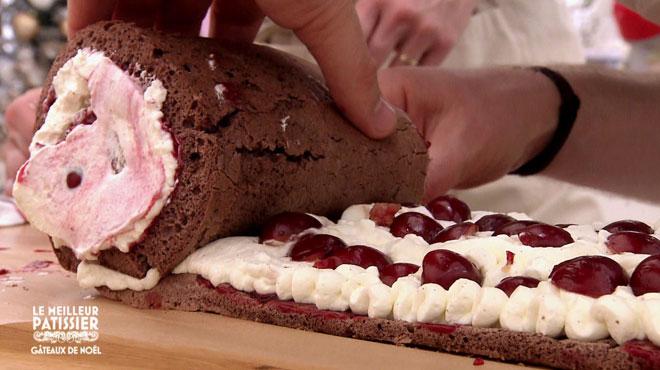 Quand le roulage de la bûche de Noël tourne à la catastrophe dans Le Meilleur Pâtissier: