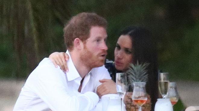 Très épris l'un de l'autre, le Prince Harry et sa petite amie Meghan Markle multiplient les gestes tendres lors d'un mariage en Jamaïque (photos)