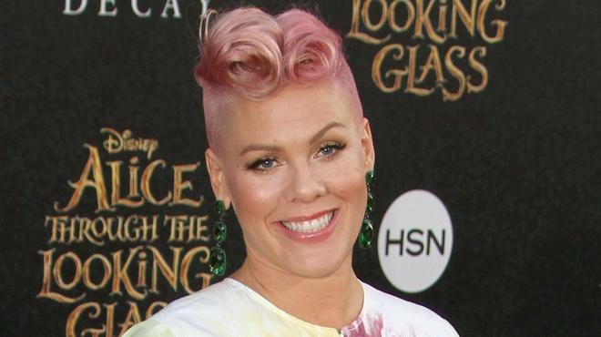 Pink dévoile le visage adorable de son bébé: son sourire va vous faire craquer (photo)