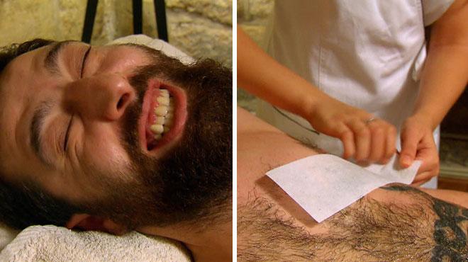 Michel hurle de douleur et vit une vraie séance de torture pendant son épilation