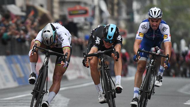 Michal Kwiatkowski remporte Milan-Sanremo en battant in extremis Peter Sagan