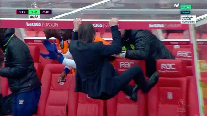 La célébration complètement dingue d'Antonio Conte (vidéo)