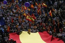 Catalogne: à Barcelone, des milliers de personnes manifestent contre l'indépendance