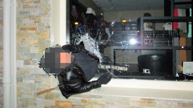 Ivre, il cambriole un magasin mais reste coincé... dans la vitrine: les gendarmes publient un message plein d'humour
