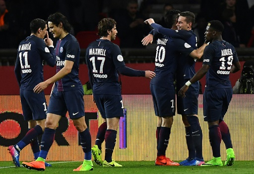 Ligue 1: le Paris SG gagne face à Lyon 2-1 et reste à 3 points du leader Monaco