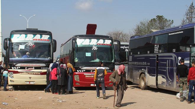 une voiture pi g e explose pr s d 39 un bus qui vacuait des civils d 39 alep au moins 43 morts rtl. Black Bedroom Furniture Sets. Home Design Ideas