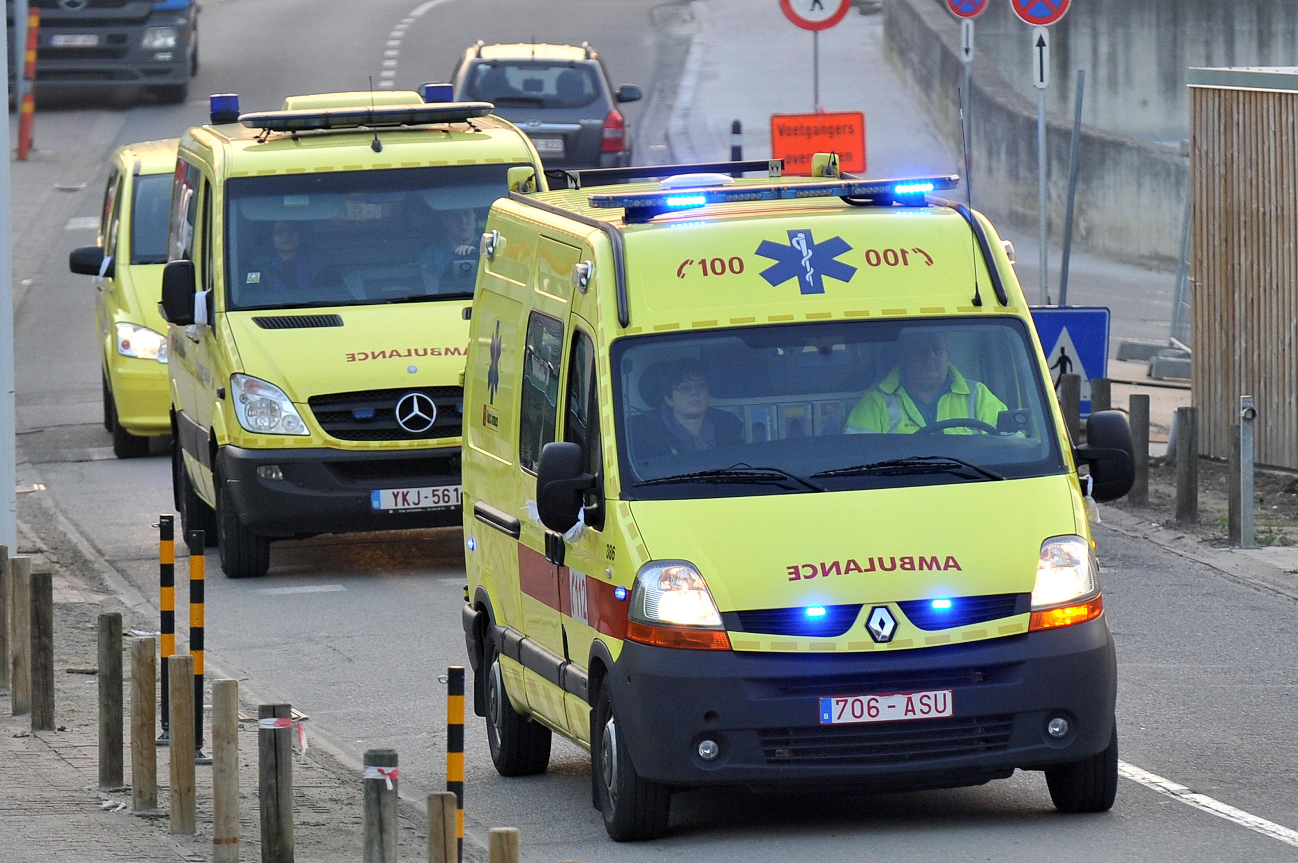 Elle se trompe de pédale et envoie sa voiture dans le canal: trois personnes hospitalisées