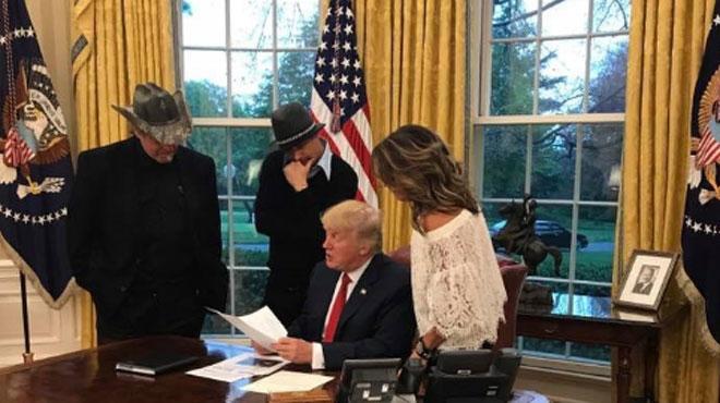 Surprise: qui est donc cette jolie brune qui a rendu visite à Donald Trump?