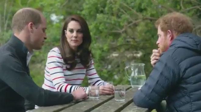 Vidéo inédite d'une conversation intime: William, Kate et Harry discutent dans les jardins du Palais de Kensington (vidéo)
