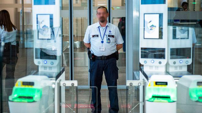 Les policiers de l'aéroport de Bruxelles tombent sur une cargaison inattendue: les voyageurs, 3 Chinois, risquent une lourde peine