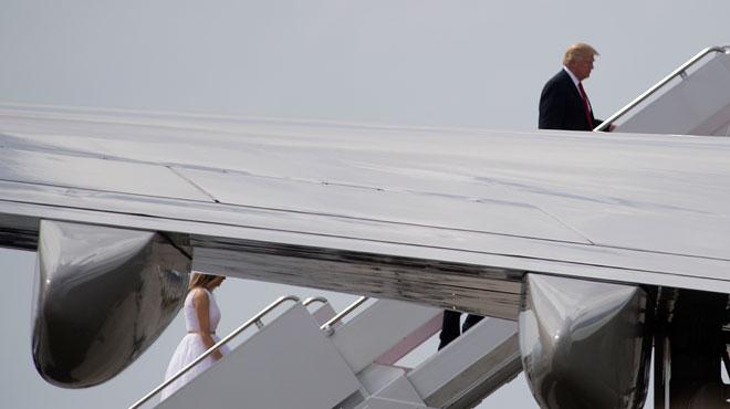 Donald Trump précède souvent Melania de plusieurs mètres: leur langage corporel analysé par deux expertes (photos)