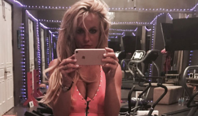 britney spears hyper muscl e se prend en selfie la salle de sport photos rtl people. Black Bedroom Furniture Sets. Home Design Ideas