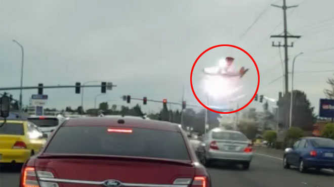 Un avion s'écrase au beau milieu d'une route aux États-Unis: une caméra embarquée a filmé toute la scène