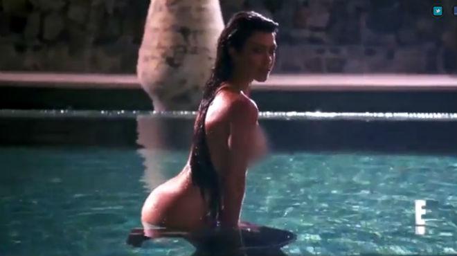 Kourtney Kardashian entièrement nue pour un shooting sexy dans la piscine (vidéo)
