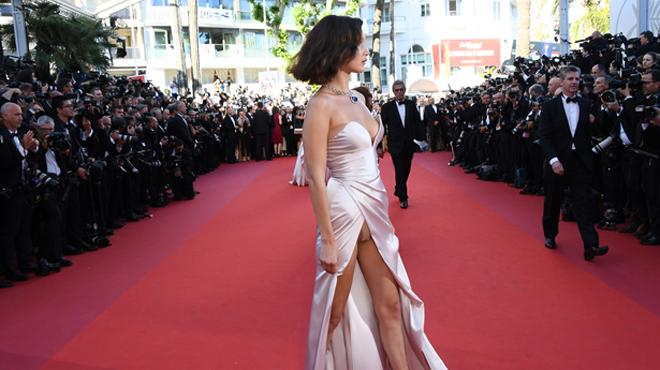 Tapis rouge déroulé à Cannes: des robes majestueuses, des décolletés sexys et déjà une petite culotte dévoilée (photos)