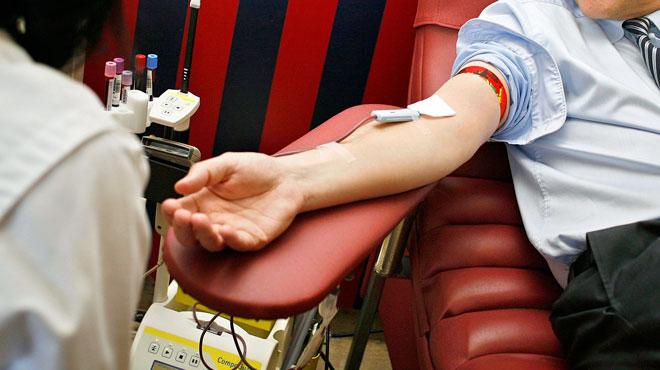 Les hôpitaux craignent une pénurie de poches de sang en été: voici comment faire un don