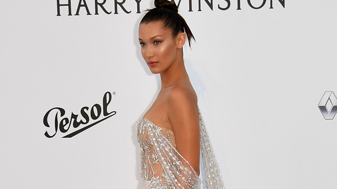 Bella Hadid ultra sexy au gala de l'amfAR: sa robe laisse peu de place à l'imagination (photos)